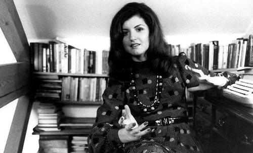 1512281 586 - زندگی نامه آریانا هافینگتون ناشر و روزنامه نگار موفق